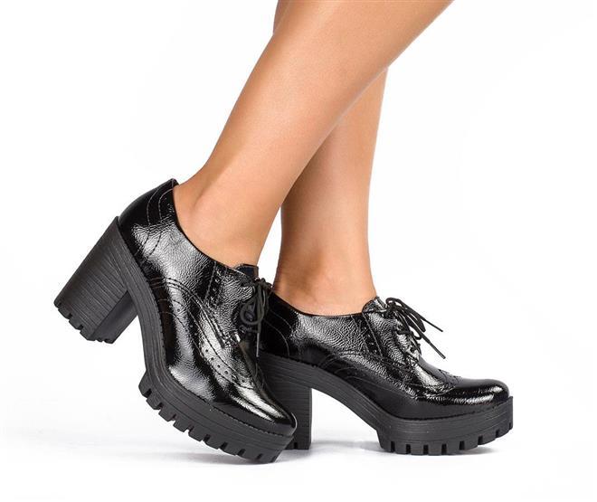f63e928a9d ... Sapato · Salto Bloco  Oxford Tratorado Dakota Preto Verniz. Página  Inicial. Emoji Apaixonado. Ref.  G0123-00008