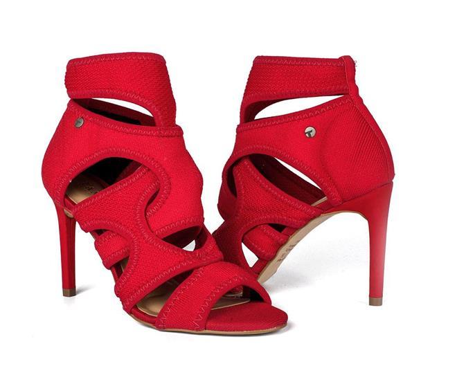 90bf6a19d ... Summer boot Tanara em malha com recortes vermelha. Página Inicial. Cores